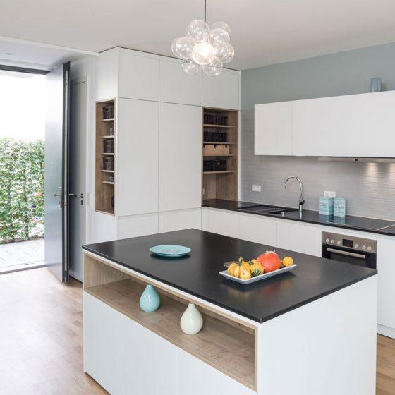 Mit der Tür ins Haus — und direkt in die Küche
